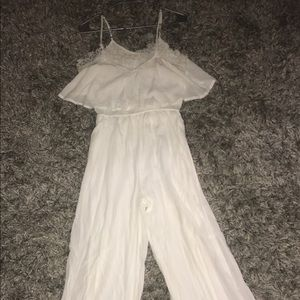 Very cute long romper.. longer then the picture!